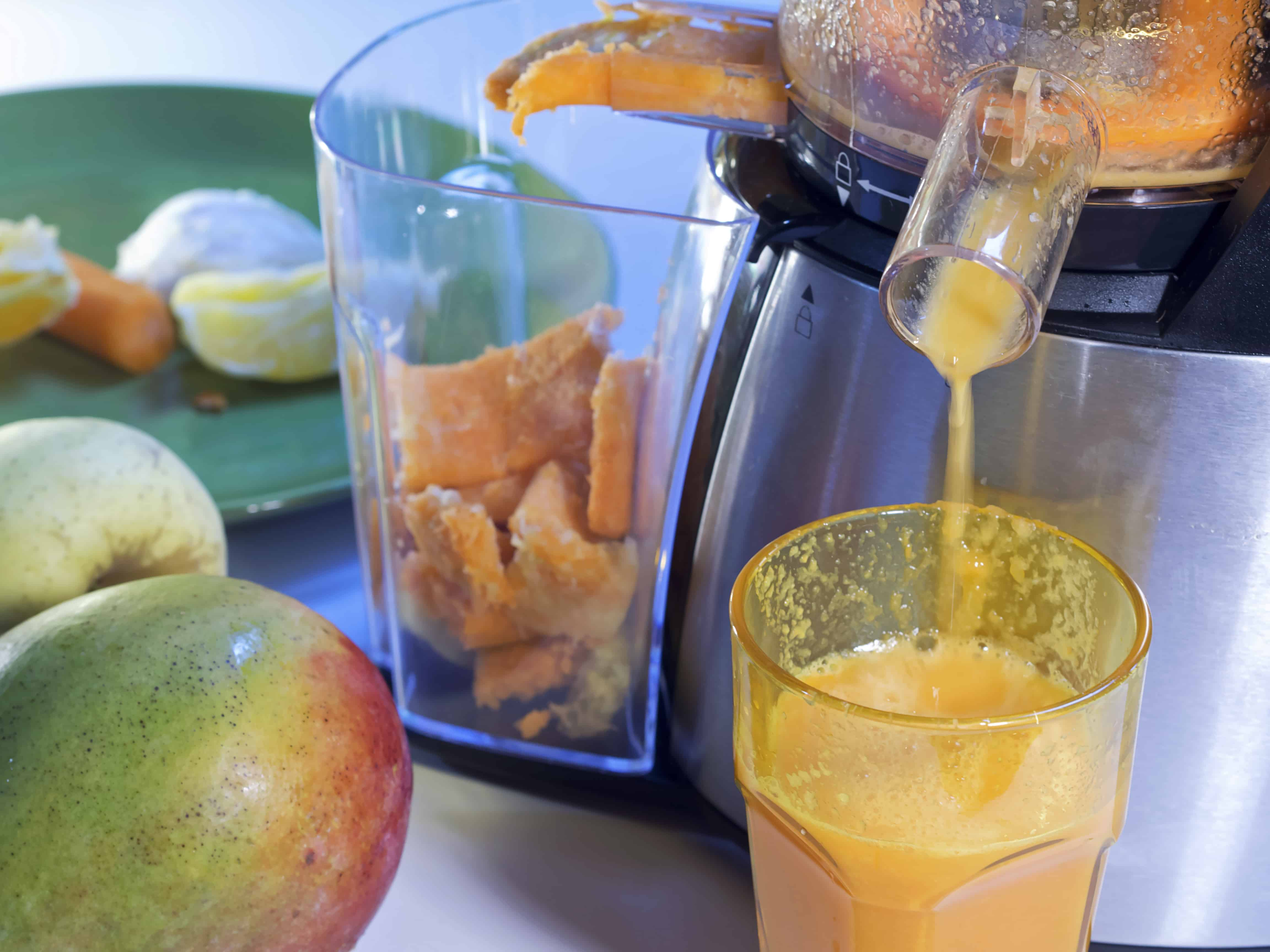 Masticating juicer extracting juice